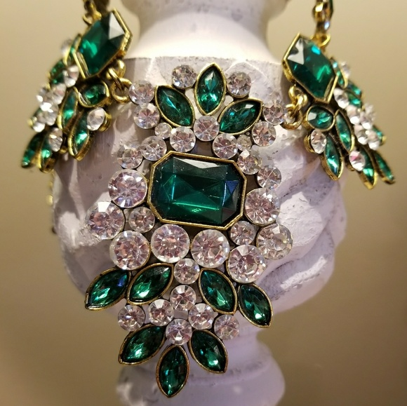 564fad361e27 eye candy Jewelry - Eye Candy statement necklace